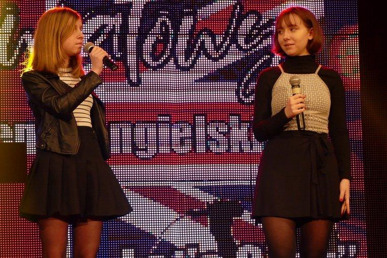 Piska młodzież śpiewała po angielsku