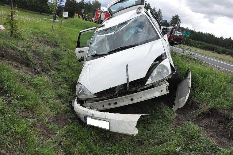 Zasnął za kierownicą i uderzył w jadący z przeciwka samochód