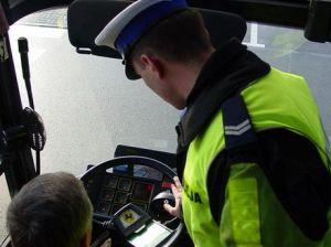 Kierowca autobusu na podwójnym gazie