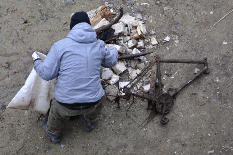 Z Pisy do ZUKu. Wyłowiono setki przedmiotów z dna naszej rzeki.